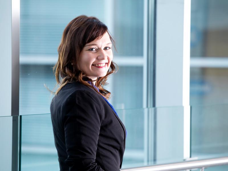 Tällä hetkellä eniten Vuoden Nuoreksi Projketipäälliköksi valittua Elina Gladia työllistää tietosuoja-asetukseen valmistautuminen ja siihen liittyvä Lowellin GDPR-hanke.