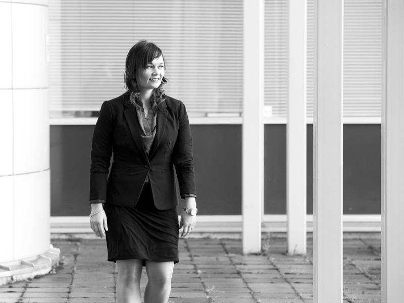 Projektipäällikkö Elina Glad neuvoo, millä keinoin projekti pysyy hallinnassa.