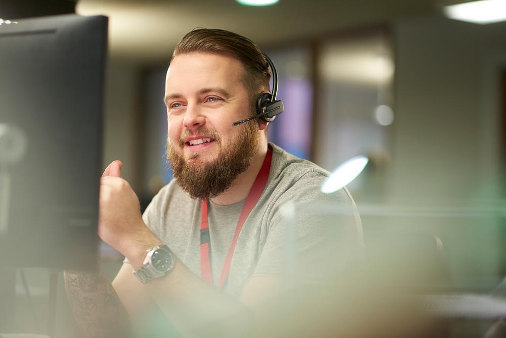Palvelupuhelun aikana eteen voi osua monenlaisia tilanteita ja tunnereaktioita. Hyvää asiakaspalvelua on kohdata asiakas silloinkin kuunnellen ja kunnioittaen.