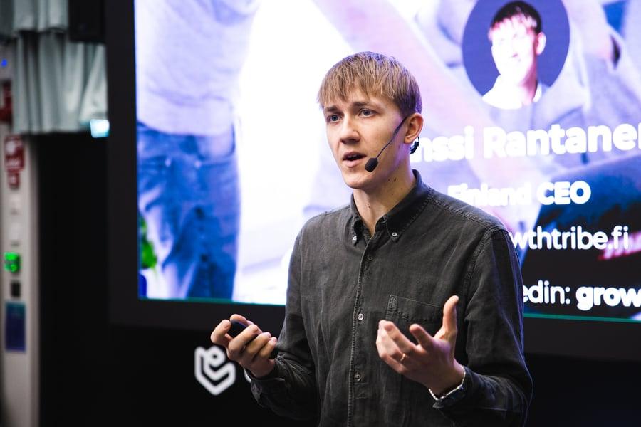 Anssi Rantanen kannustaa yrityksiä rohkeaan kokeiluun. Hän jakoi vinkkejä kokeilukulttuurin luomiseen Lowell Dayssa.